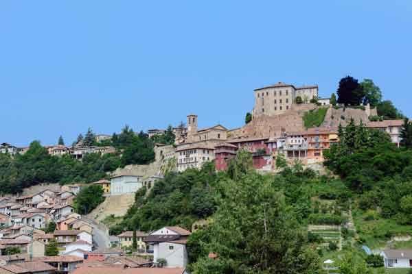 qual è la cittadina piemontese del Roero