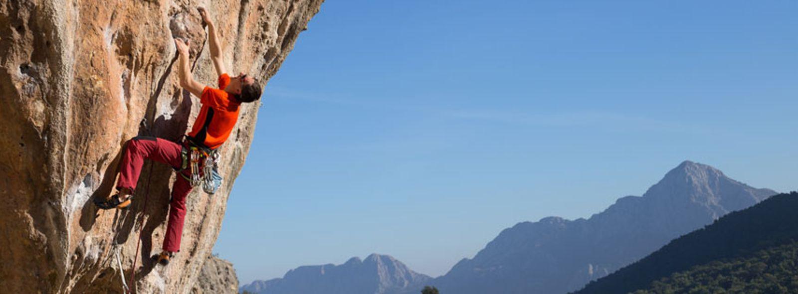 Superare i propri limiti con l'arrampicata sportiva