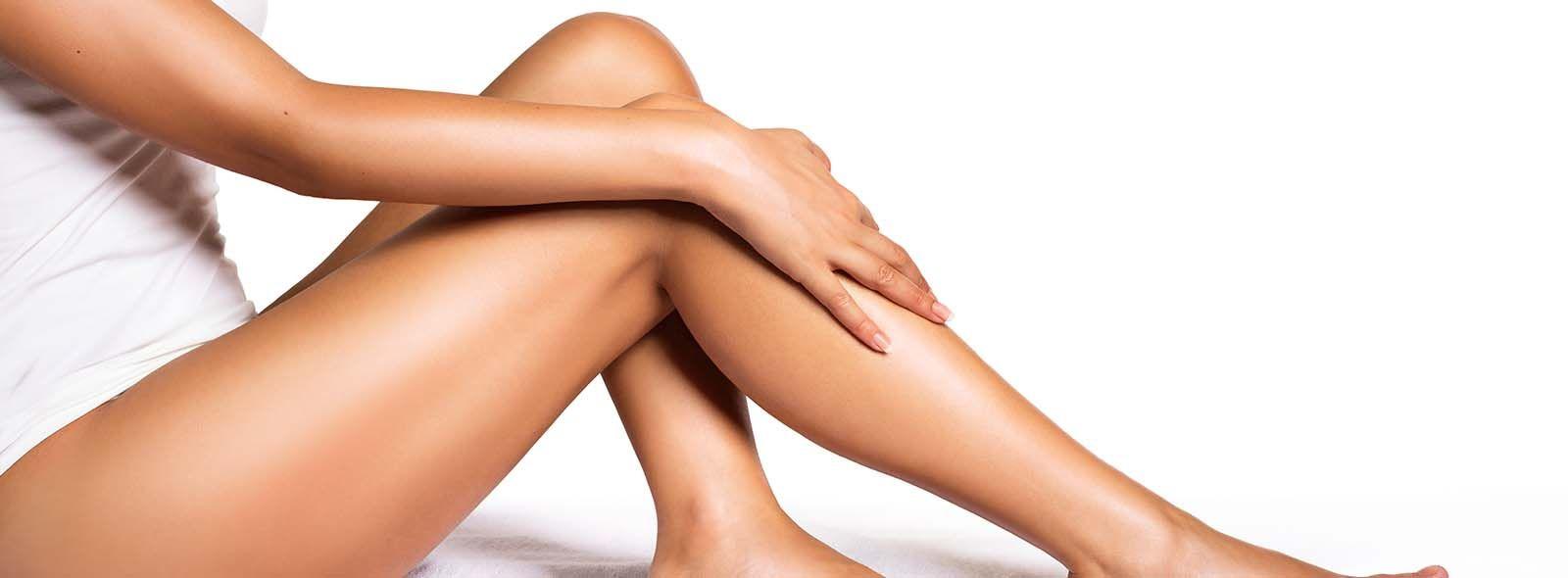 Cosa fare se compaiono macchiette bianche sulle gambe