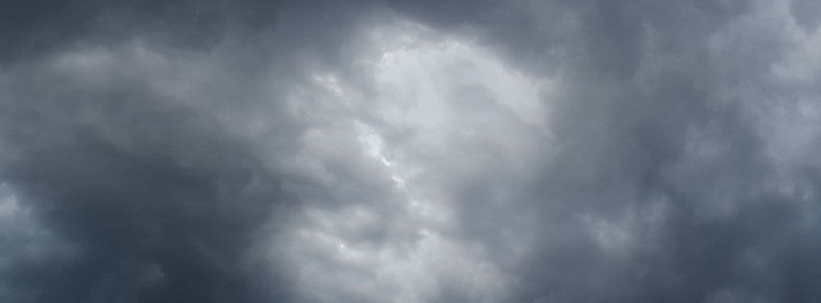 Nuvole basse e scure