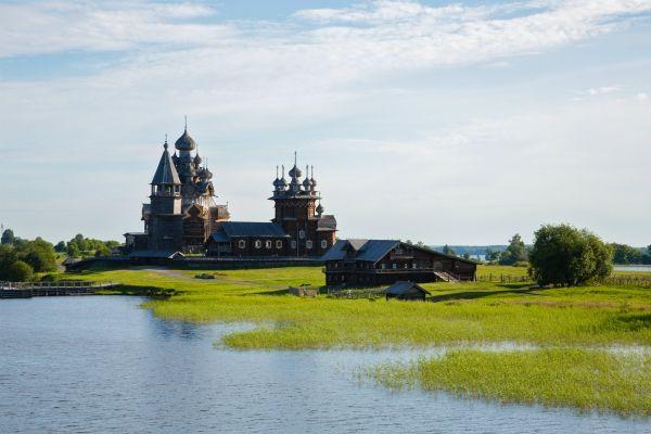 lago presso San Pietroburgo