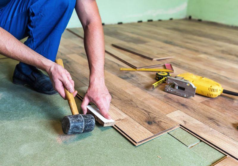 quali pavimenti scegliere tra parquet laminato e gres porcellanato trovami. Black Bedroom Furniture Sets. Home Design Ideas