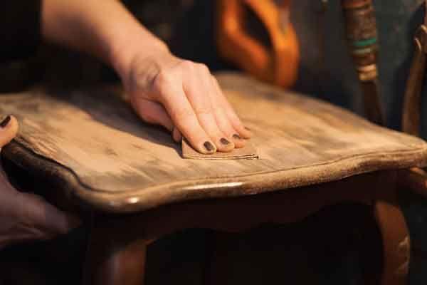 restaurare mobili impiallacciati1